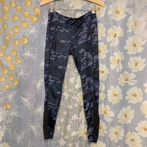 2(X)IST Blue Camo Printed Workout Cropped Leggings